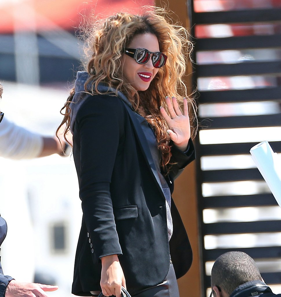 Beyoncé-looked-uniquely-cool-her-Karen-Walker-Blue-Moon-sunglasses